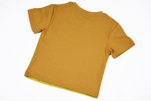 Camiseta infantil Curry, de manga corta, hecha en punto de algodón con delantero color curry y mangas y trasero color ocre.
