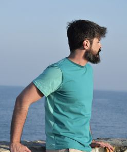 Camiseta color block emerald, hecha en punto de algodón orgánico y de manga corta. El delantero es de color esmeralda y las mangas y el trasero color mint.