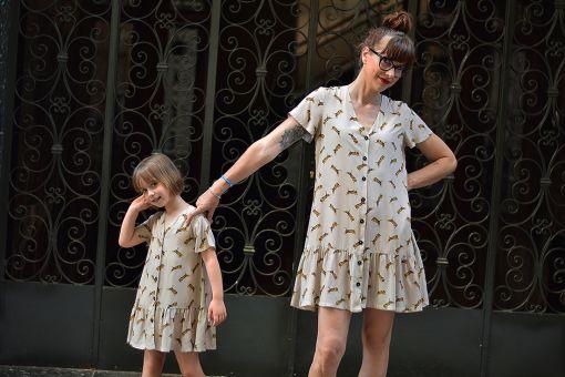 Conjunto de vestidos de mujer y niña con estampado de tigres. Hecho en viscosa y de manga corta.