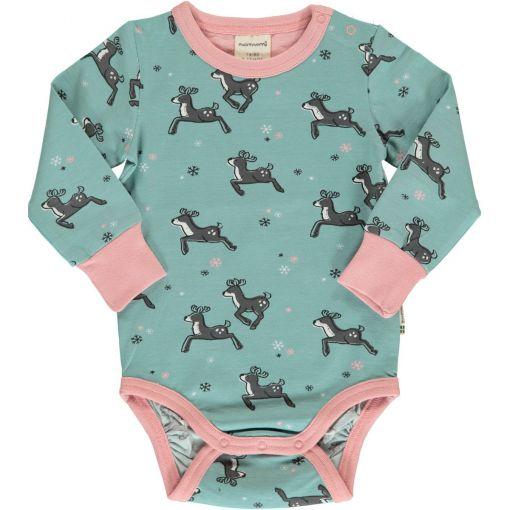 Body estampado de algodón orgánico, de manga larga, con bonito estampado de renos sobre fondo celeste y vivos a contraste en rosa.