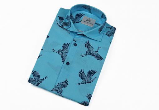 Camisa estampada - Festive Shirt Grullas, hecha en algodón orgánico, con bonito estampado de grullas sobre fondo turquesa.
