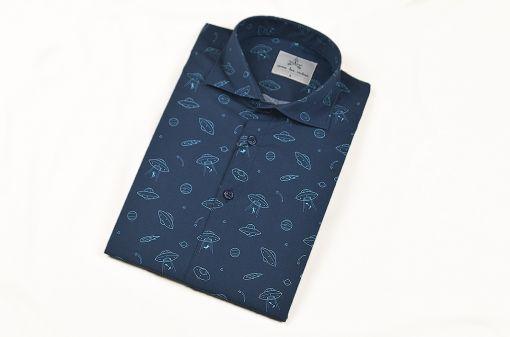 Camisa estampada - Festive Shirt Platillos, hecha en algodón orgánico, con bonito estampado de platillos sobre fondo navy.