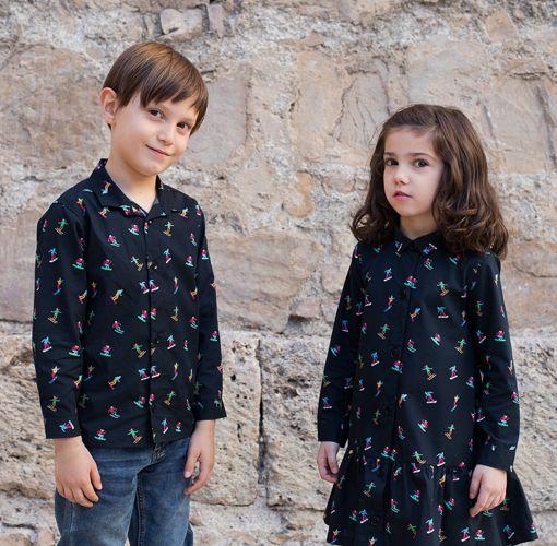 Conjunto de camisa de niño y vestido camisero de niña, de manga larga, hechos en algodón orgánico con estampado de esquiadores.