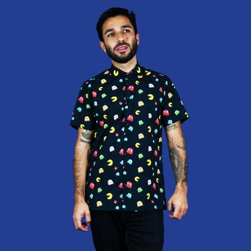 Camisa hombre estampada, de manga corta, hecha en algodón orgánico con divertido estampado de comecocos. Hecha en España de manera sostenible