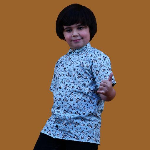 Camisa manga corta infantil, hecha en algodón orgánico con bonito estampado de dibujos de tatu old school sobre fondo azul. Hecha en España.