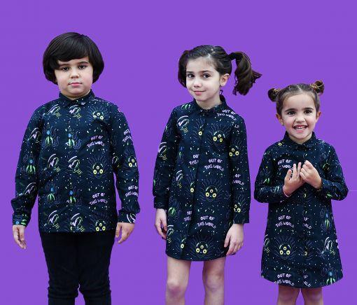 Conjunto de vestidos camiseros de niña y camisa de niño, con estampado de alienígenas y pistolas espaciales sobre fondo negro. Prendas para vestir iguales, de manga larga y algodón orgánico. Hecho de manera sostenible en España.