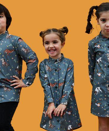 Conjunto de vestidos camiseros de niña y camisa de niño, con estampado de perros sobre fondo verde. Prendas para vestir iguales, de manga larga y algodón orgánico. Hecho de manera sostenible en España.